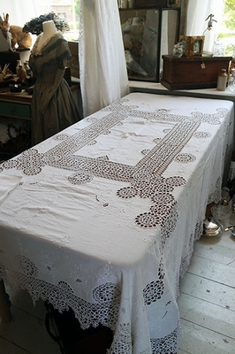 Tabelcloth with tatted lace, 270 x 230 cms, with napkins