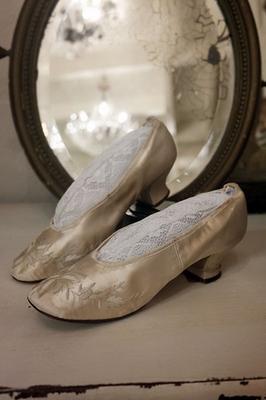Zijden geborduurde schoentjes