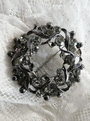 Vintage paste brooch
