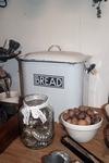 Emaille bread bin
